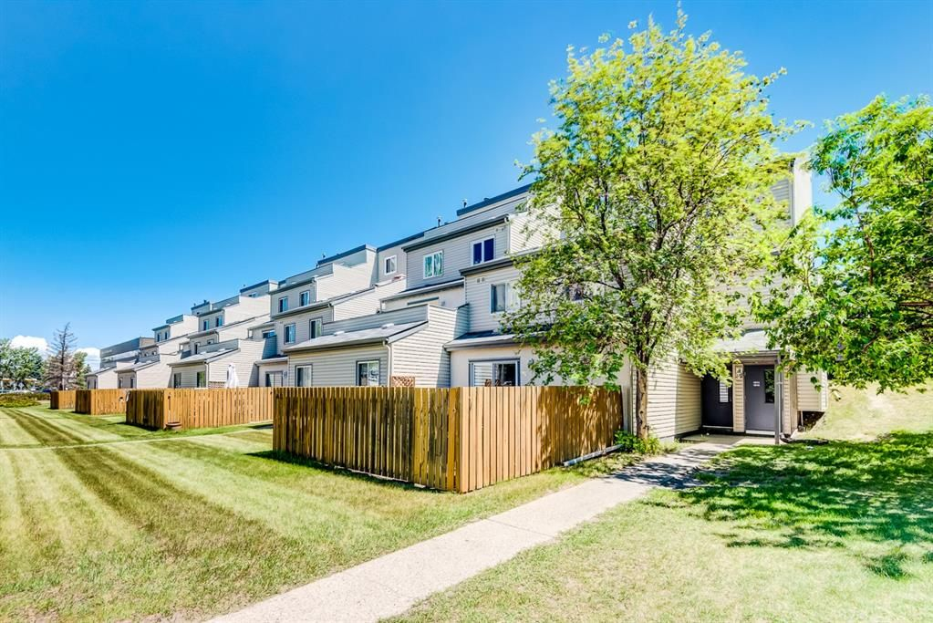 Main Photo: 1015 1540 29 Street NW in Calgary: St Andrews Heights Apartment for sale : MLS®# A1121441