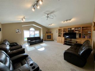 Photo 3: 208 Parkglen Close: Wetaskiwin House for sale : MLS®# E4212819