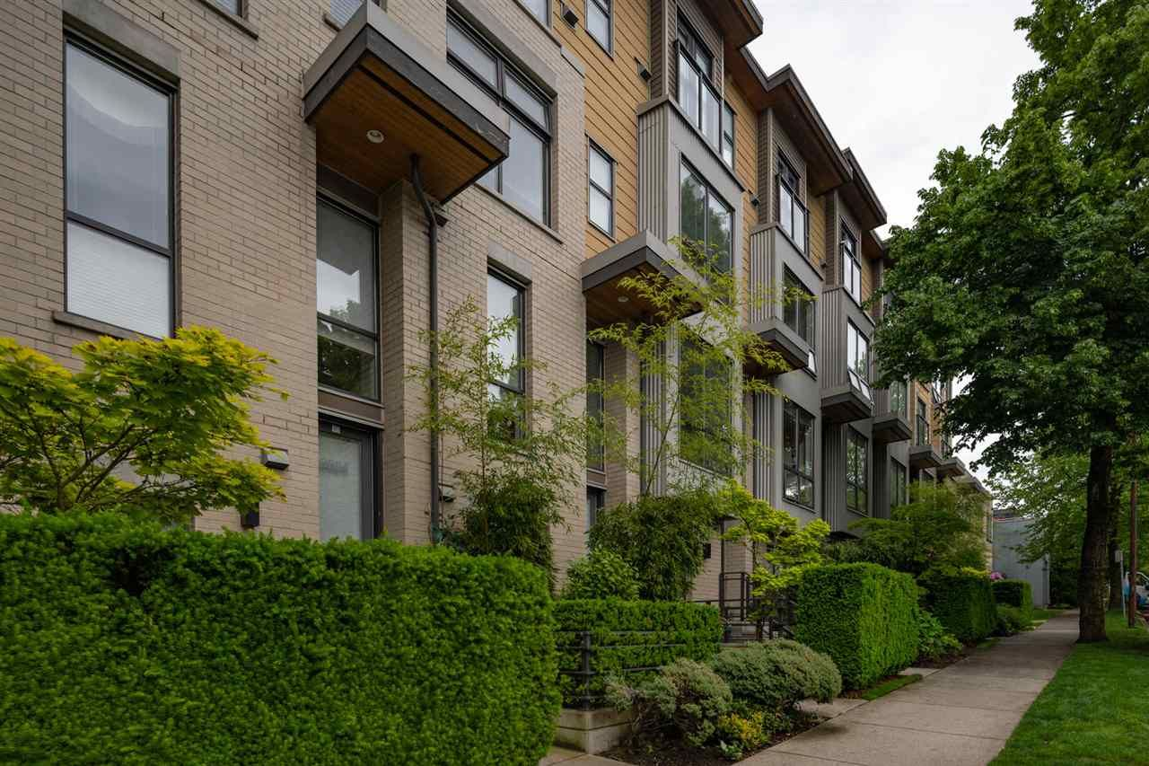 Main Photo: 3774 COMMERCIAL STREET in : Victoria VE Townhouse for sale : MLS®# R2371930