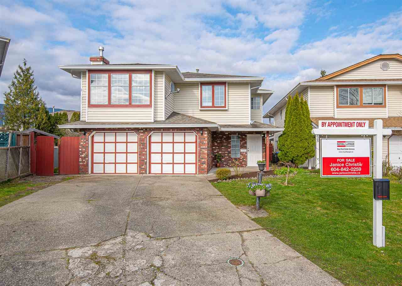 "Main Photo: 637 PENDER Place in Port Coquitlam: Riverwood House for sale in ""RIVERWOOD"" : MLS®# R2557679"