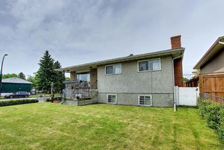 Photo 3: 1839 38 Street SE in Calgary: Forest Lawn Detached for sale : MLS®# A1147912
