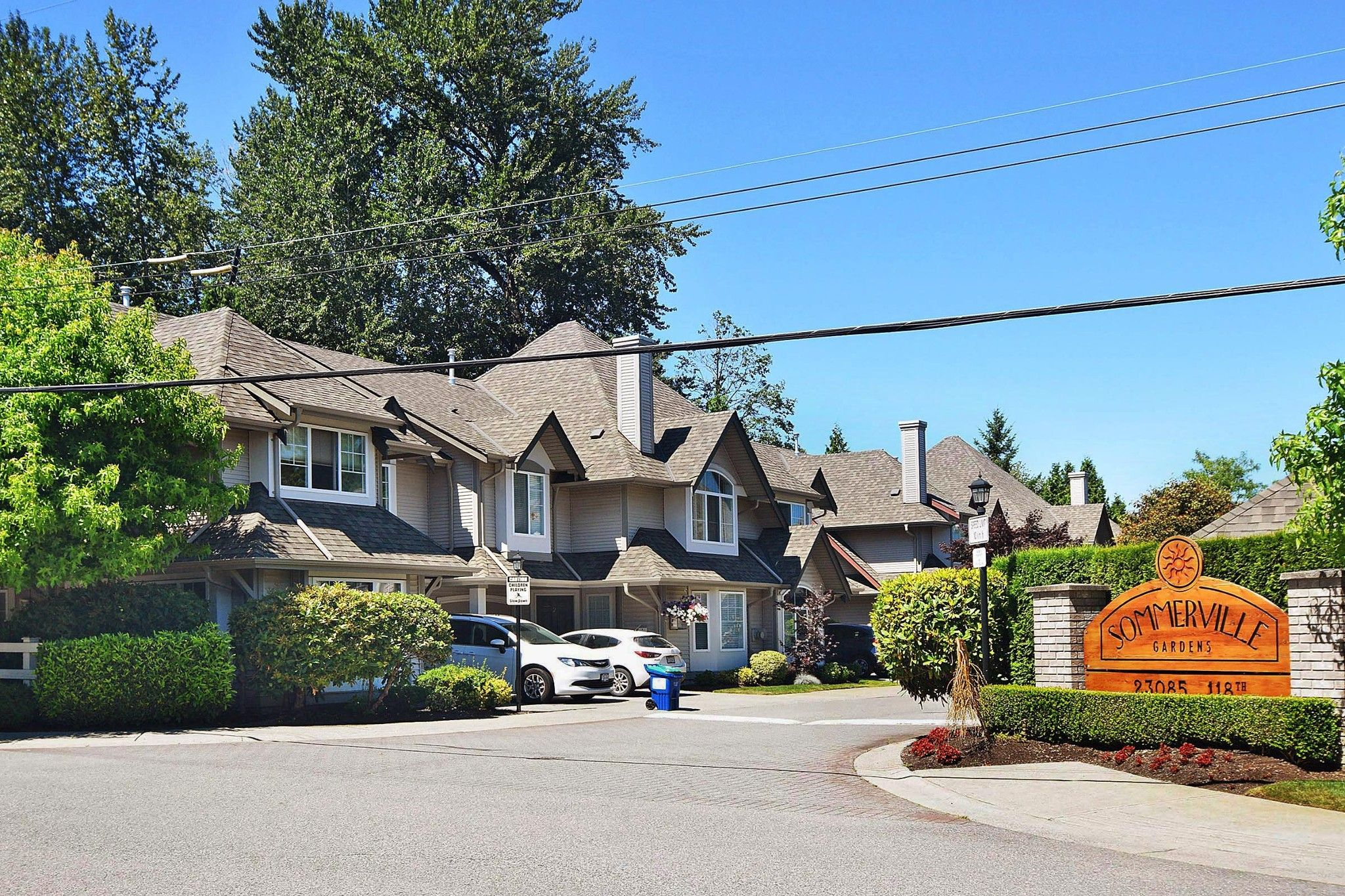 """Main Photo: 28 23085 118 Avenue in Maple Ridge: East Central Townhouse for sale in """"Sommerville"""" : MLS®# R2480989"""