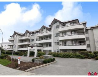Photo 1: 304 2526 LAKEVIEW Crescent in Abbotsford: Central Abbotsford Condo for sale : MLS®# F2806584