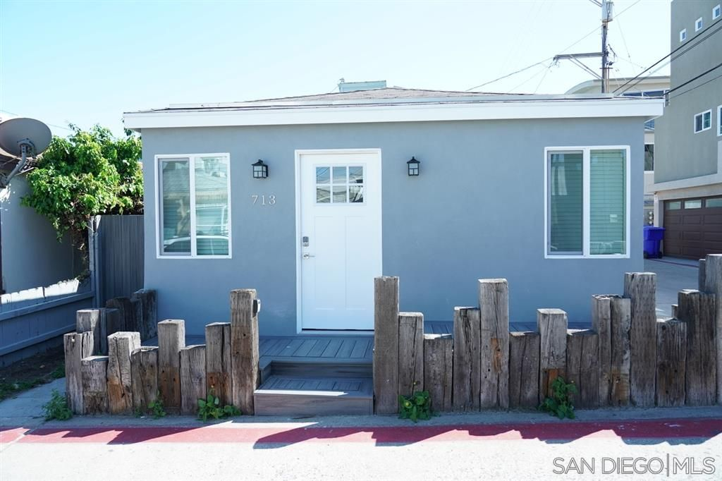 Main Photo: MISSION BEACH House for rent : 3 bedrooms : 713 San Jose in san diego