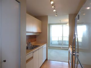 "Photo 12: 706 5790 PATTERSON Avenue in Burnaby: Metrotown Condo for sale in ""REGENT"" (Burnaby South)  : MLS®# R2445152"