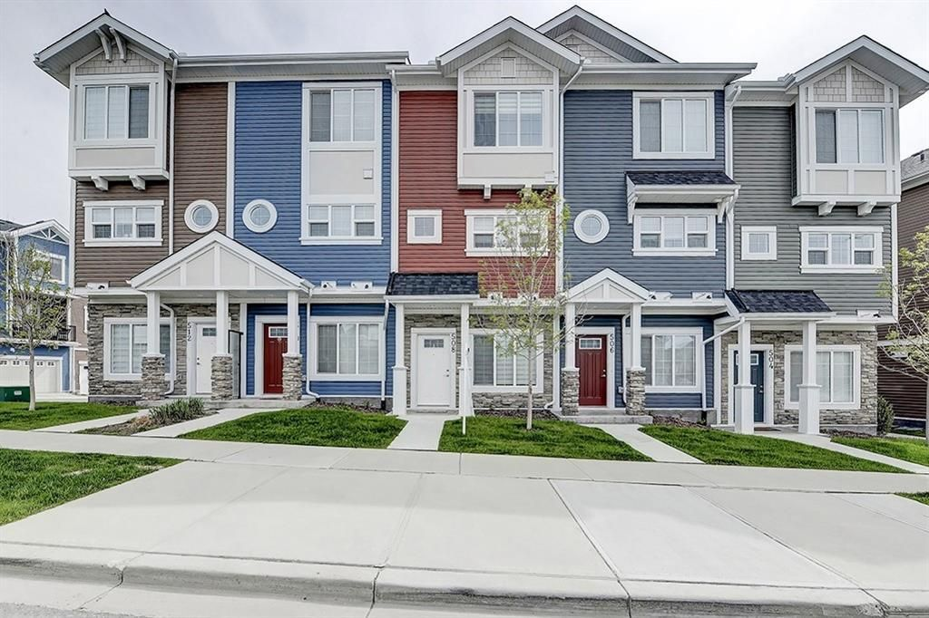 Main Photo: 508 NOLAN HILL Boulevard NW in Calgary: Nolan Hill Row/Townhouse for sale : MLS®# C4300883