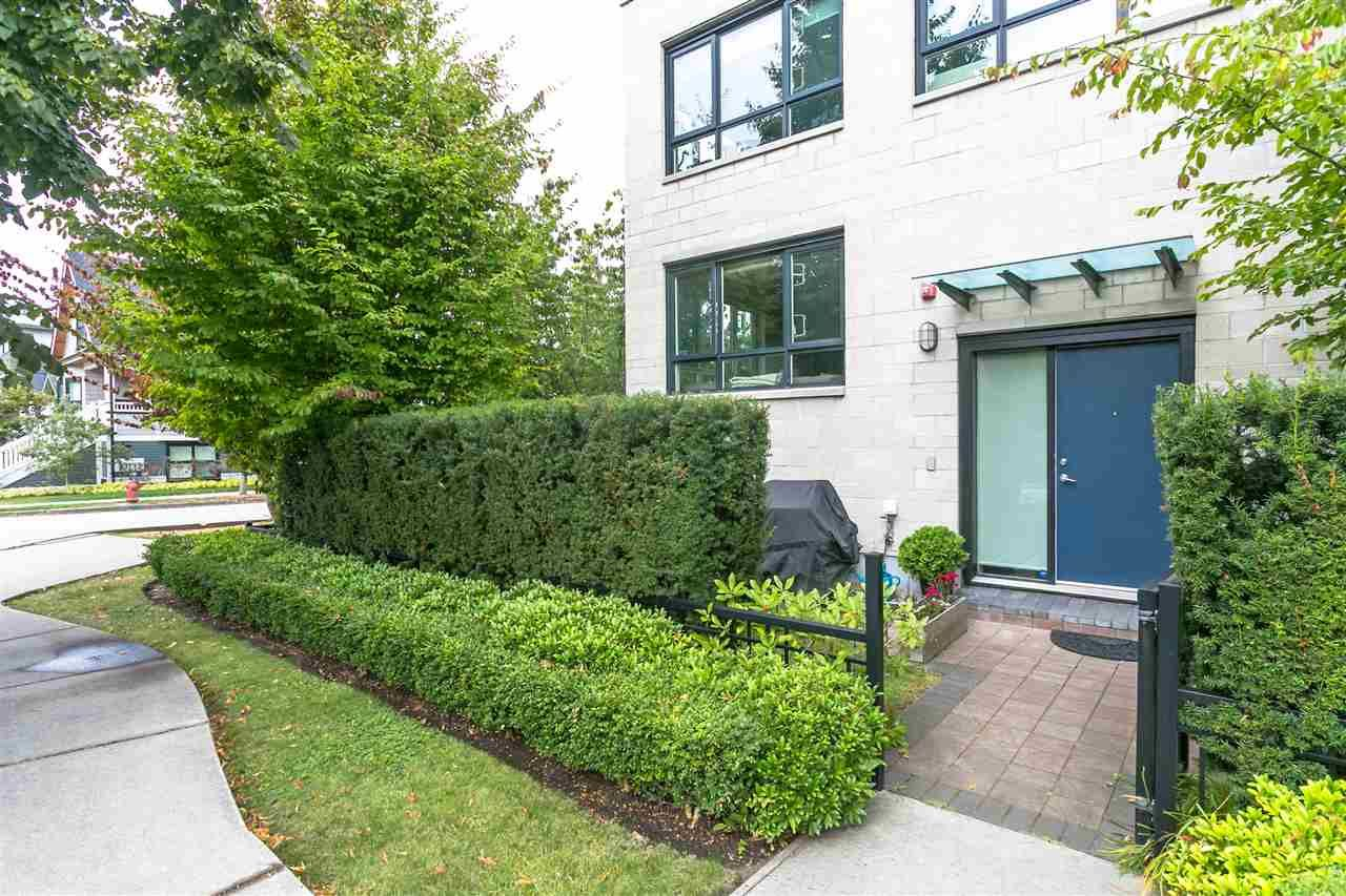 """Photo 19: Photos: 401 E 16TH Avenue in Vancouver: Mount Pleasant VE Condo for sale in """"Sixteen East"""" (Vancouver East)  : MLS®# R2494870"""