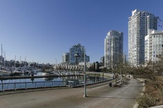 Photo 15: 2006 1077 MARINASIDE CRESCENT in Vancouver: Yaletown Condo for sale (Vancouver West)  : MLS®# R2337743