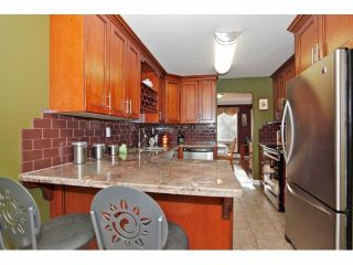 """Photo 5: 2 9988 149TH Street in Surrey: Guildford Townhouse for sale in """"Tall Timbers"""" (North Surrey)  : MLS®# F1426430"""