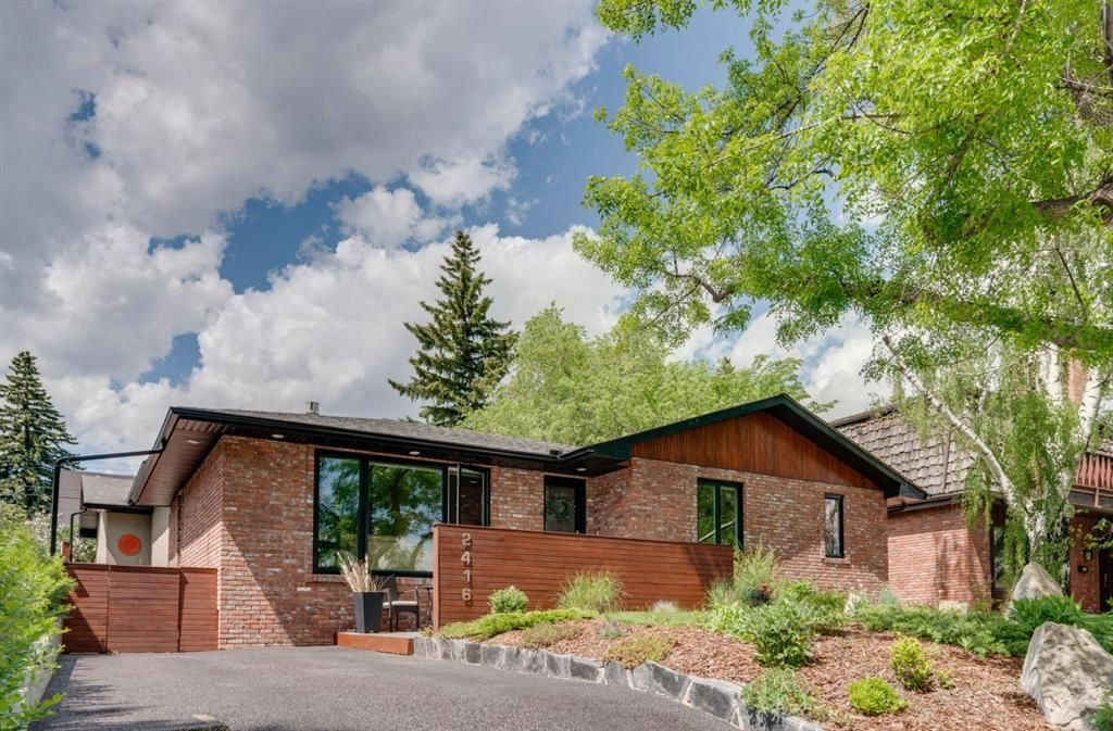 Main Photo: 2416 34 Avenue NW in Calgary: Charleswood Detached for sale : MLS®# A1116419