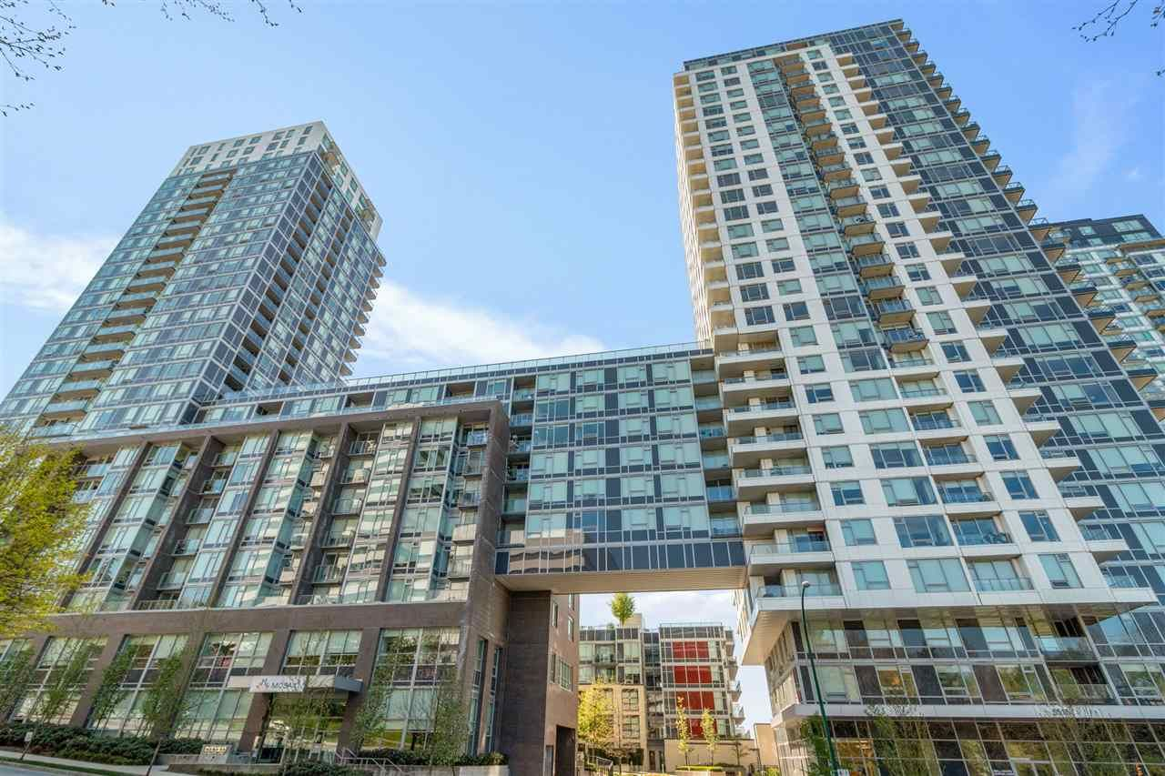 "Main Photo: 3003 5515 BOUNDARY Road in Vancouver: Collingwood VE Condo for sale in ""Wall Centre Central Park"" (Vancouver East)  : MLS®# R2569768"