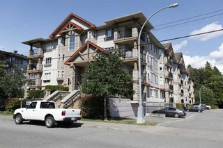 """Photo 1: 207 5438 198 Street in Langley: Langley City Condo for sale in """"Creekside Estates"""" : MLS®# R2213768"""