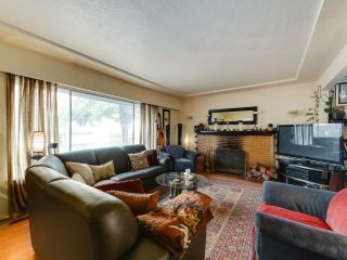 Photo 3: 4065 PARKER Street in Burnaby: Willingdon Heights House for sale (Burnaby North)  : MLS®# R2610580