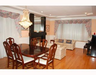 """Photo 2: 623 W 20TH Avenue in Vancouver: Cambie House for sale in """"DOUGLAS PARK"""" (Vancouver West)  : MLS®# V799341"""