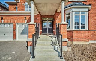 Photo 3: 11 Whitehand Drive in Clarington: Newcastle House (2-Storey) for sale : MLS®# E5169146
