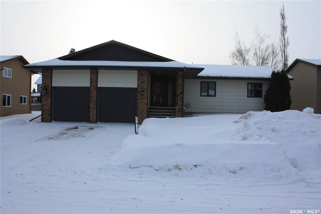 Main Photo: 54 Groat Drive in Melfort: Residential for sale : MLS®# SK841890