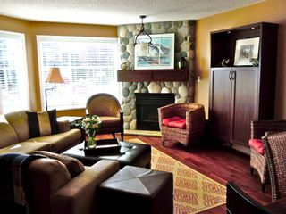 "Photo 2: 15367 Buena Vista Avenue Avenue in White Rock: Condo for sale in ""The ""PALMS"""""