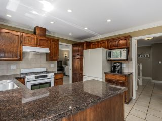 Photo 10: 5908 Boundary Place in Surrey: Panorama Ridge House for sale