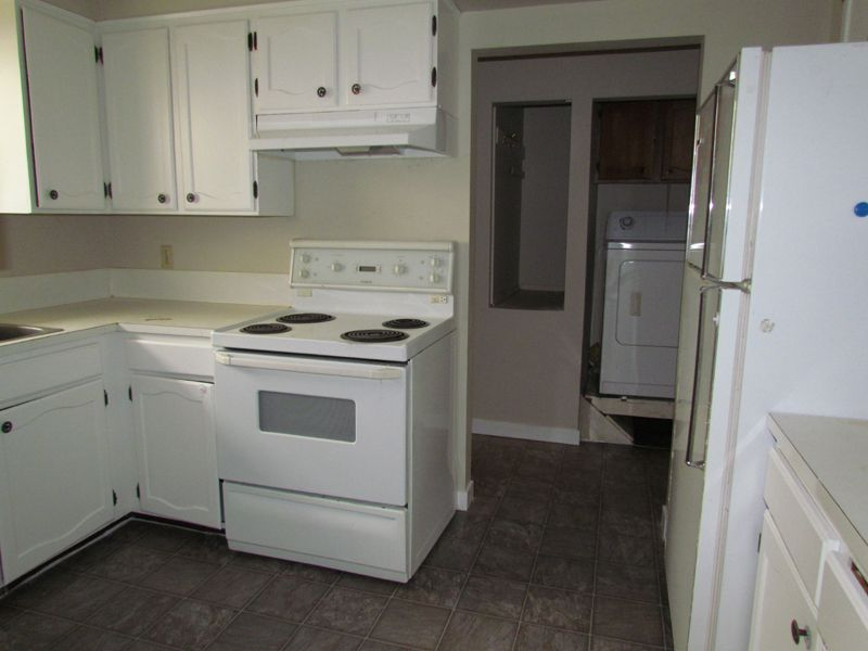 Photo 5: Photos: 2681 Victoria Street in Abbotsford: Clearbrook House for rent
