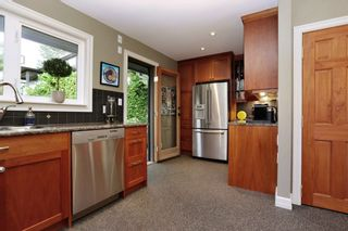 Photo 8: 958 DEVON Road in North Vancouver: Forest Hills NV House for sale : MLS®# R2205971