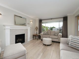 Photo 3: 3880 Mildred St in Saanich: SW Strawberry Vale House for sale (Saanich West)  : MLS®# 844822
