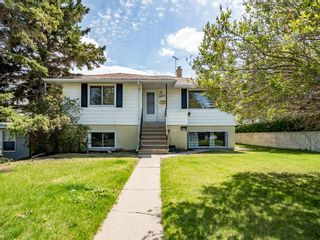 Main Photo: 945 32 Avenue NW in Calgary: Cambrian Heights Detached for sale : MLS®# A1109690