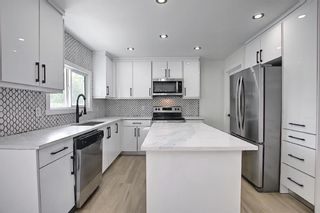 Photo 5: 2445 Elmwood Drive SE in Calgary: Southview Detached for sale : MLS®# A1119973