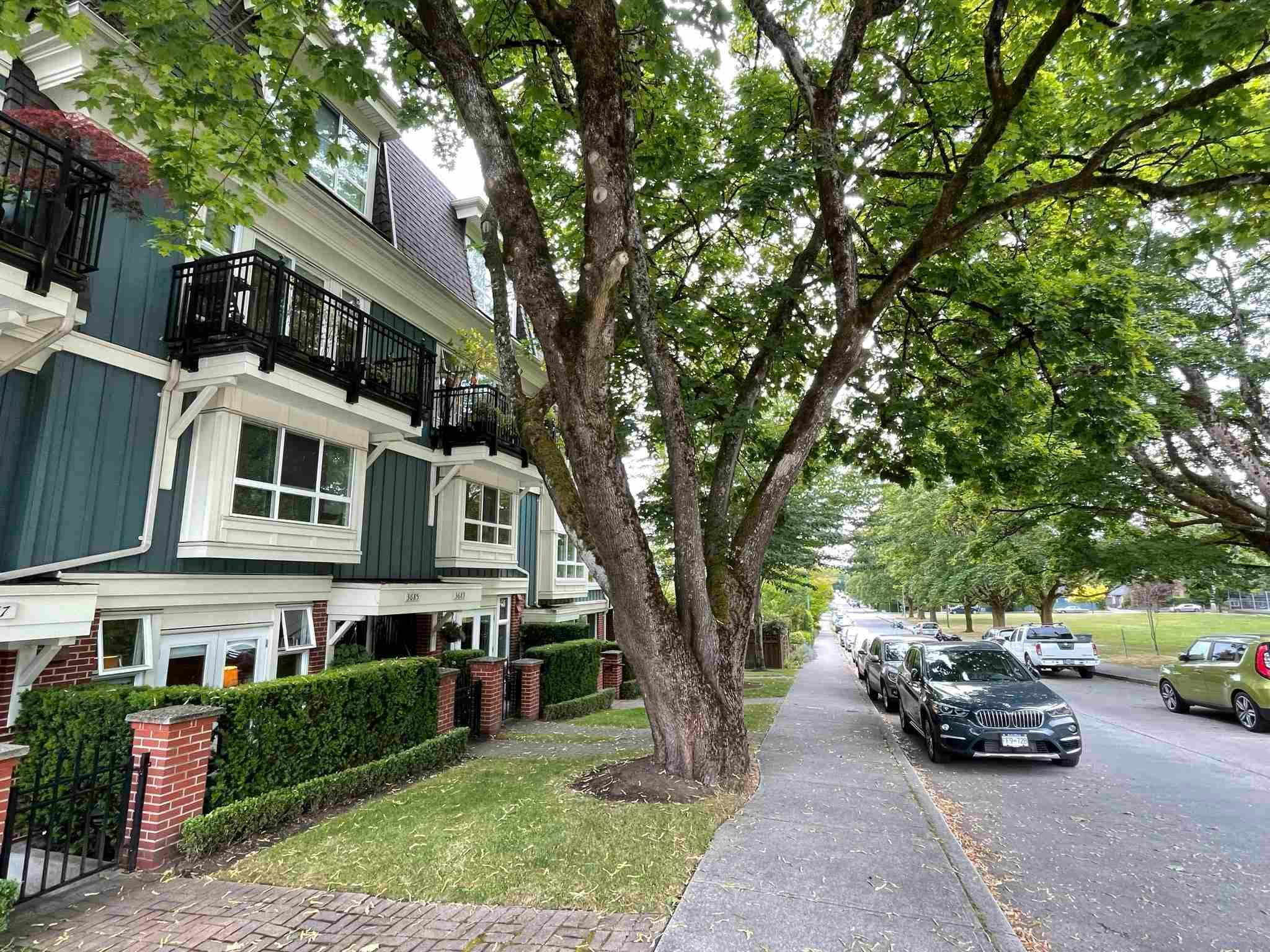 """Main Photo: 3685 W 12TH Avenue in Vancouver: Kitsilano Townhouse for sale in """"TWENTY ON THE PARK"""" (Vancouver West)  : MLS®# R2600219"""