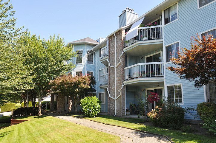 """Main Photo: 311 11510 225 Street in Maple Ridge: East Central Condo for sale in """"RIVERSIDE"""" : MLS®# R2355143"""