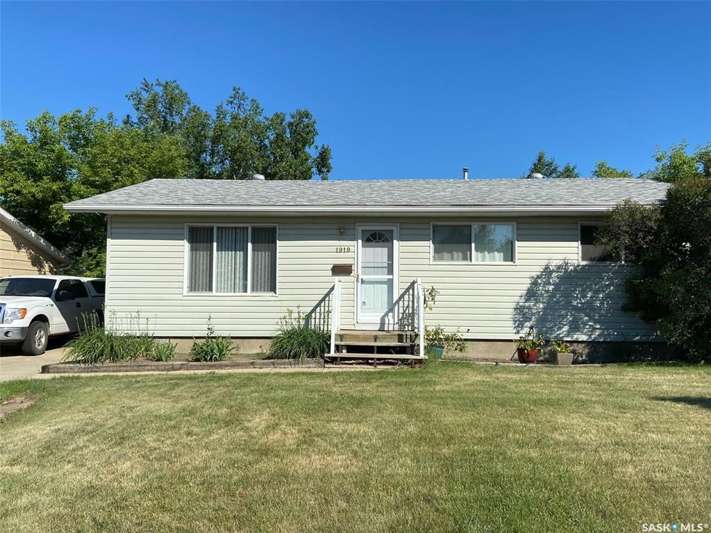 Main Photo: 1919 Foley Drive in North Battleford: Maher Park Residential for sale : MLS®# SK861286