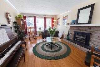 Photo 5: 304 Bate Crescent in Saskatoon: Grosvenor Park Residential for sale : MLS®# SK724443