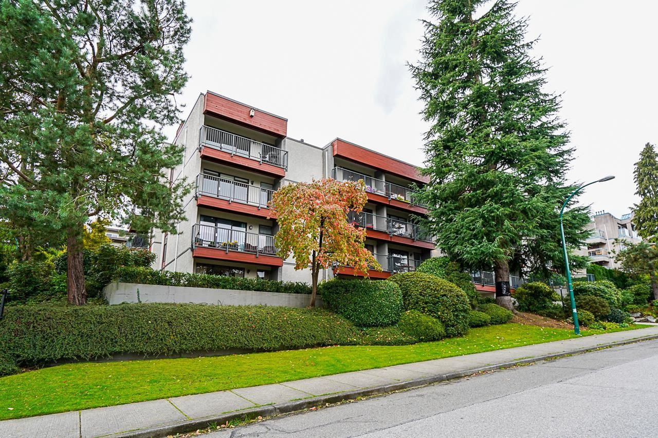 """Main Photo: 310 2120 W 2ND Avenue in Vancouver: Kitsilano Condo for sale in """"Arbutus Place"""" (Vancouver West)  : MLS®# R2624095"""