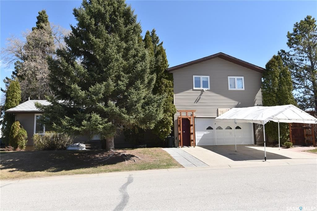 Main Photo: 622 7th Avenue West in Nipawin: Residential for sale : MLS®# SK854054