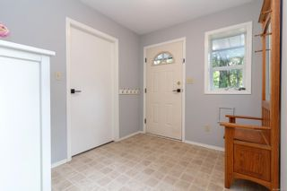 Photo 3: 861 Violet Ave in : SW Marigold House for sale (Saanich West)  : MLS®# 851652