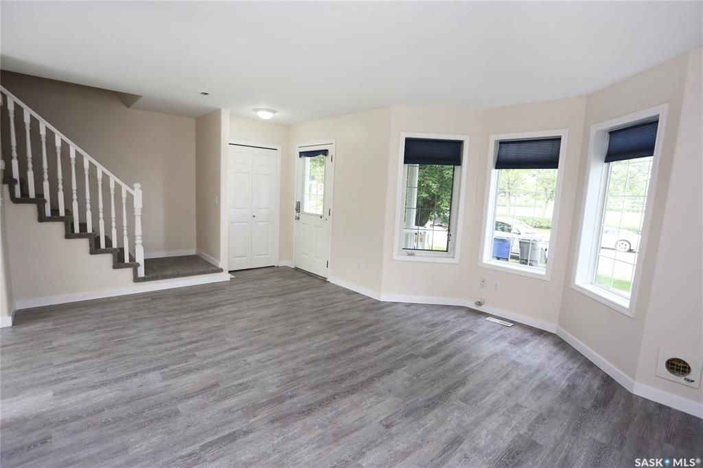 Photo 4: Photos: 131B 113th Street West in Saskatoon: Sutherland Residential for sale : MLS®# SK778904