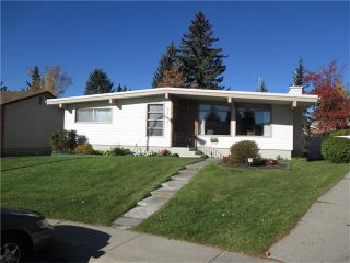 Photo 1: 5707 LAWSON Place SW in Calgary: Lakeview House for sale : MLS®# C4034051