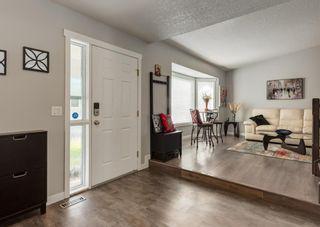 Photo 2: 145 Hawkdale Circle NW in Calgary: Hawkwood Detached for sale : MLS®# A1143045