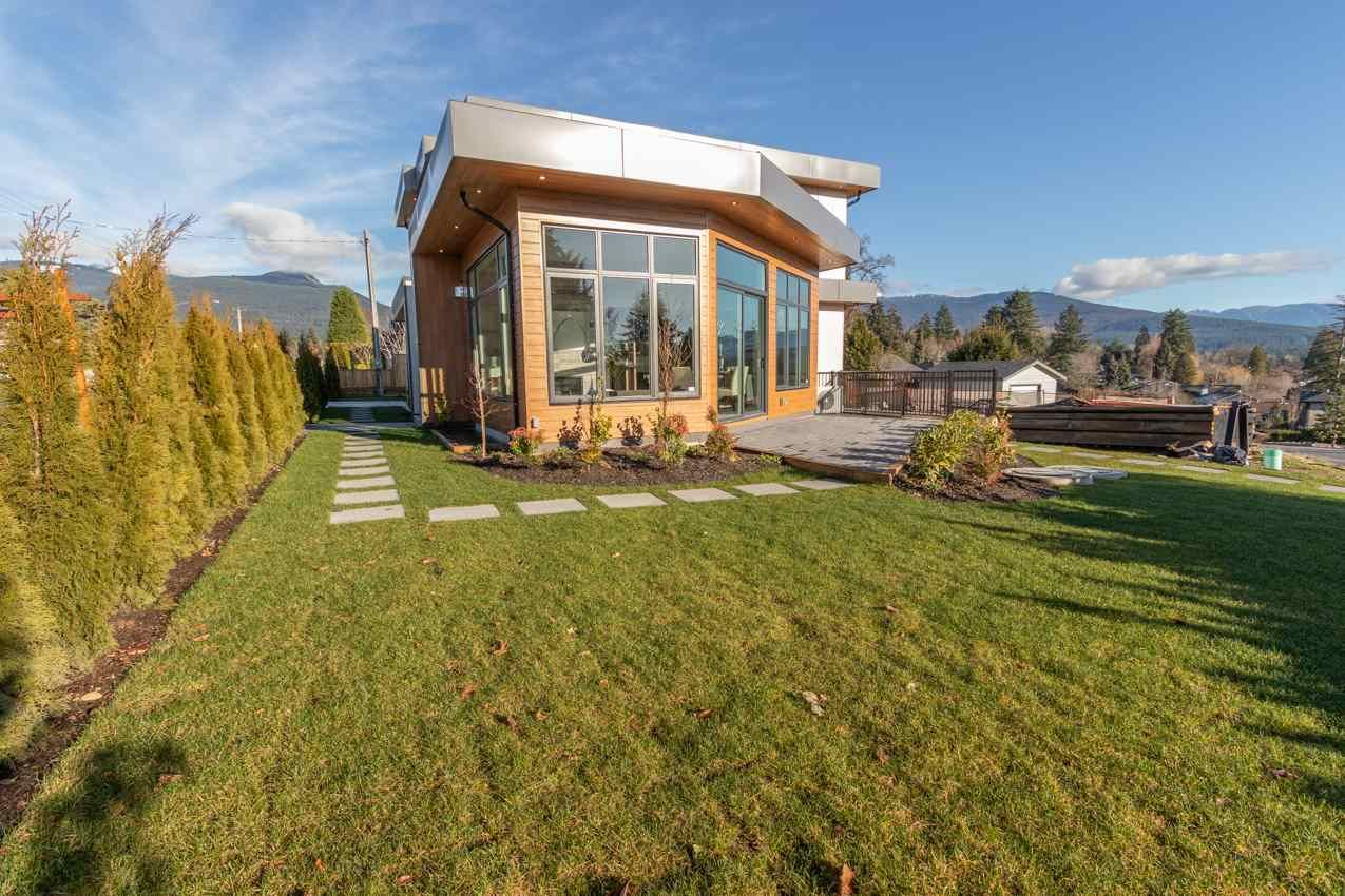Photo 26: Photos: 900 HENDRY Avenue in North Vancouver: Boulevard House for sale : MLS®# R2526354