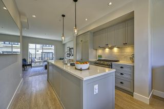 """Photo 6: 4356 KNIGHT Street in Vancouver: Knight Townhouse for sale in """"Brownstones"""" (Vancouver East)  : MLS®# R2540517"""