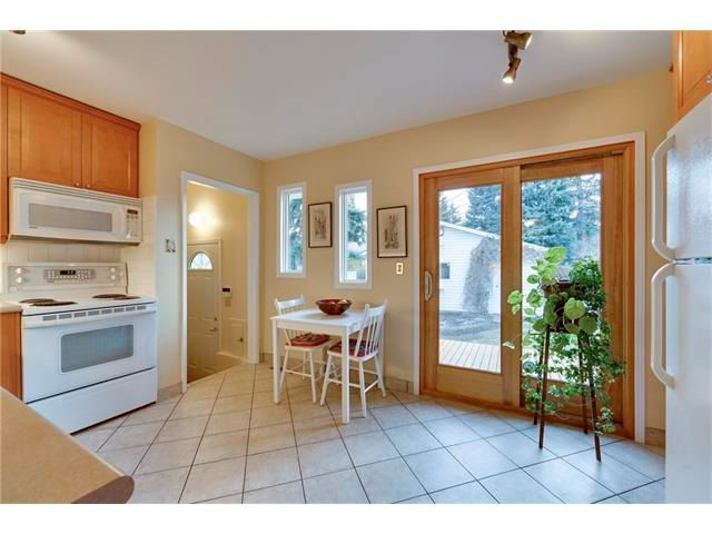 Photo 9: Photos: 3235 BEARSPAW Drive NW in Calgary: Brentwood House for sale : MLS®# C4053650