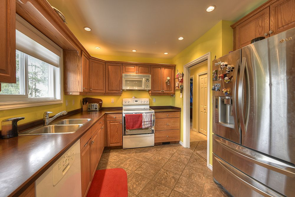 Main Photo: 1723 Taylor Street, Victoria, BC, V8R 3E7, Canada: Residential for sale