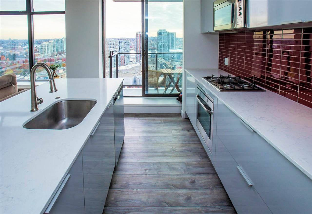 """Photo 4: Photos: 2404 108 W CORDOVA Street in Vancouver: Downtown VW Condo for sale in """"Woodwards"""" (Vancouver West)  : MLS®# R2419147"""