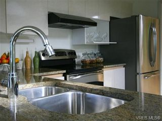 Photo 9: 109 11 Cooperage Place in VICTORIA: VW Songhees Condo for sale (Victoria West)  : MLS®# 643092