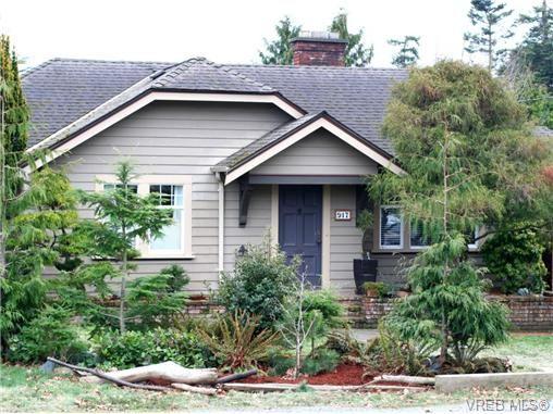 Main Photo: 917 Darwin Avenue in VICTORIA: SE Quadra House for sale (Saanich East)  : MLS®# 657464
