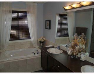 Photo 8: 203 Royal Ridge Mount NW in Calgary: Royal Oak Residential Detached Single Family for sale : MLS®# C3376574