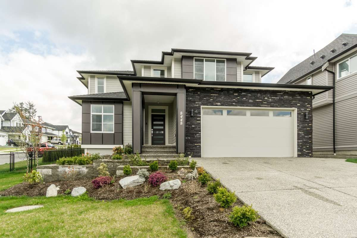 Main Photo: 8448 MCTAGGART Street in Mission: Hatzic House for sale : MLS®# R2409494