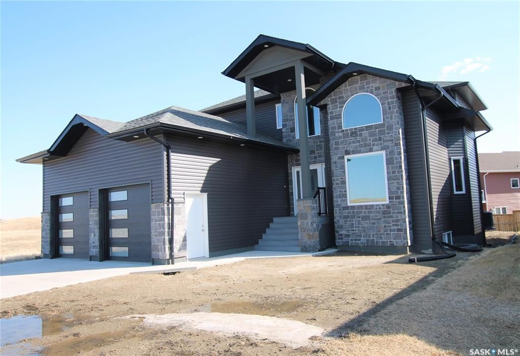 Main Photo: 514 Valley Pointe Way in Swift Current: Sask Valley Residential for sale : MLS®# SK834007