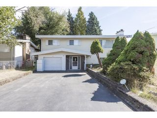 Photo 2: 2136 BROADWAY Street in Abbotsford: Abbotsford West House for sale : MLS®# R2616201