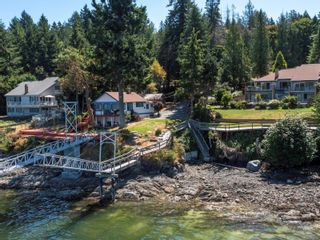 Photo 2: 1032/1034 Lands End Rd in North Saanich: NS Lands End House for sale : MLS®# 883150