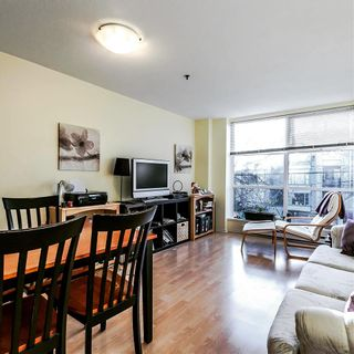 Photo 2: 305 3168 LAUREL Street in Vancouver: Fairview VW Condo for sale (Vancouver West)  : MLS®# R2144691